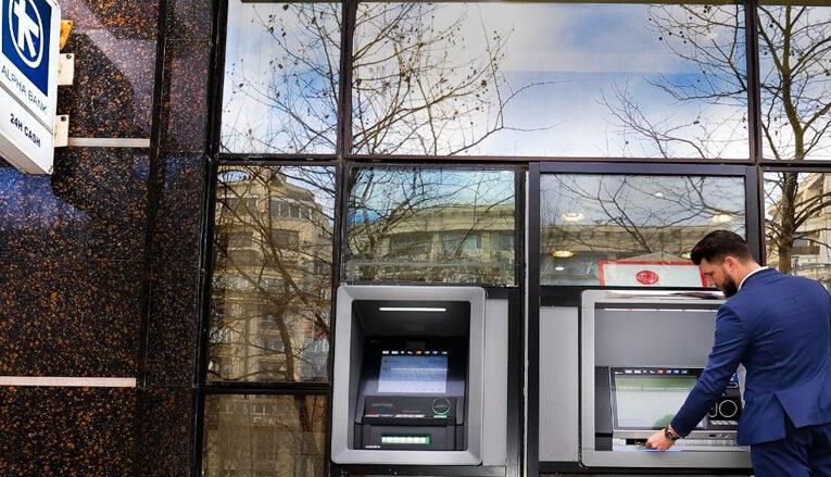 Alpha Bank extinde tehnologia self-service banking, făcând tranziția către o generație nouă de ATMuri